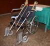 Abuelos silla rueda y baston.JPG