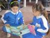 Leni 2 niñas leen mb.JPG